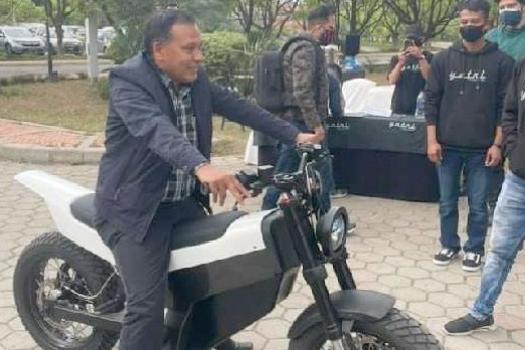 यात्रीले बनायो अर्को मोडल, कुलमानले गरे पी–वान मोटरसाइकलको टेस्ट ड्राइभ