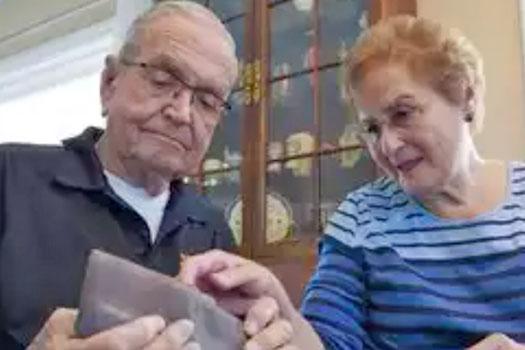 ५३ वर्षअघि अन्टार्कटिकामा हराएको पर्स हात परेपछि…