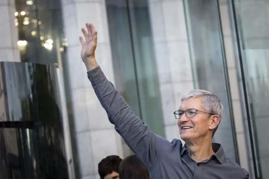 एप्पल सिइओ बल्ल बने डलर अर्बपति, किन छ कम सम्पत्ति ?