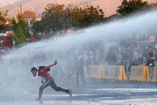 चिलीमा हिंत्सामक प्रदर्शन, कम्तीमा ३० को मृत्यु