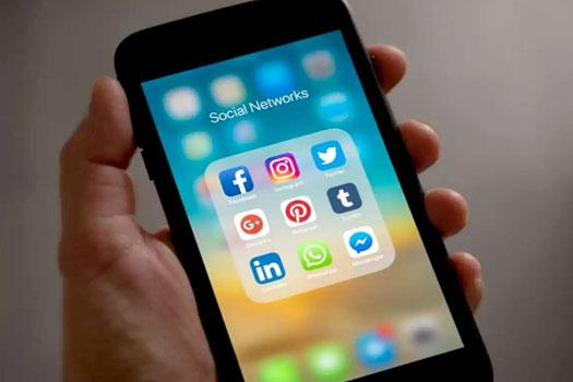 फेसबुकका डाटा चोर्ने २५ एपमाथि गुगलको प्रतिबन्ध