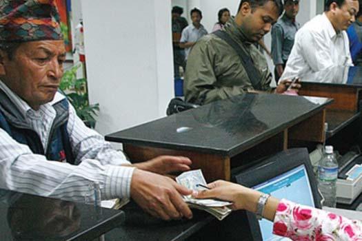 ब्याजदर कम हुँदा बैंकबाट बाहिरियो पैसा, बचतबाट ऋण तिर्दा घट्यो कर्जा विस्तार
